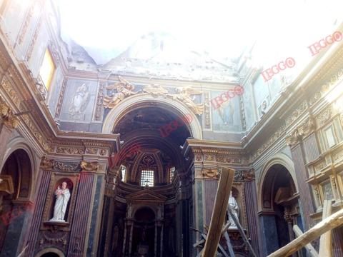 Roma crollato il tetto di san giuseppe dei falegnami le incredibili immagini esclusive dall - Isolare il tetto dall interno ...