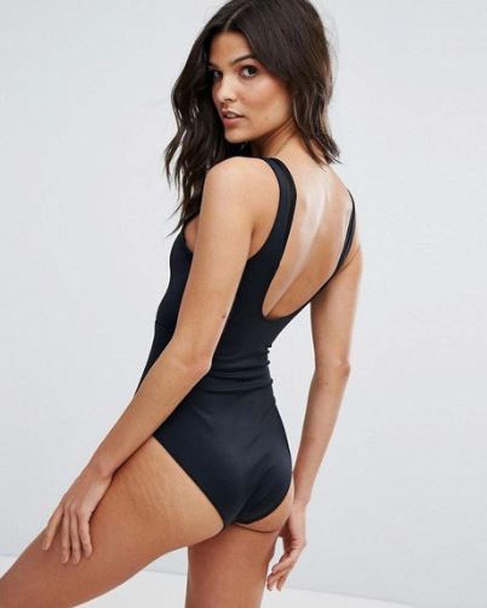 modelle in bikini con le smagliature asos non ritocca le