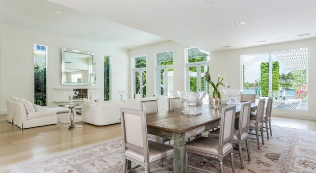 Case di lusso shakira mette in vendita la sua villa a for Case lusso interni